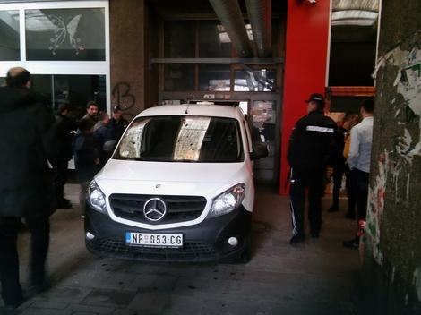 Image result for Novopazarac poginuo pokušavajući da izađe iz lifta