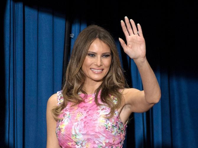 O RUPIČASTOJ haljini Melanije Tramp danas bruji internet. Ali ovaj SEKSI DETALJ je ukrao šou!