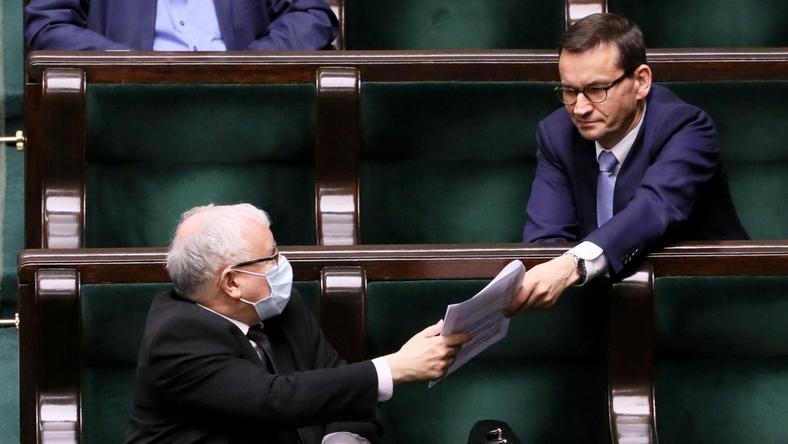 Jarosław Kaczyński i Mateusz Morawiecki nadal nie mają pewności, czy posiadają większość umożliwiającą rządzenie