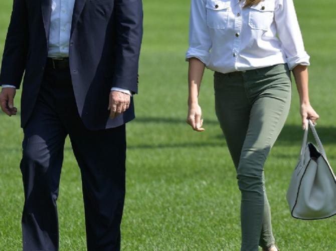 Nikada je dosad nismo videli u skini džinsu: Melaniji problematične pantalone stoje OVAKO!