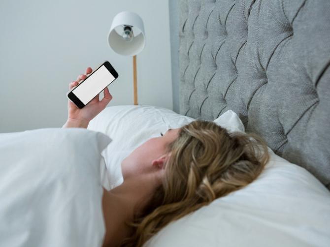 Proverila je šta muž ima u telefonu: Zbog OVIH SNIMAKA u zaključanom folderu završio je U ZATVORU
