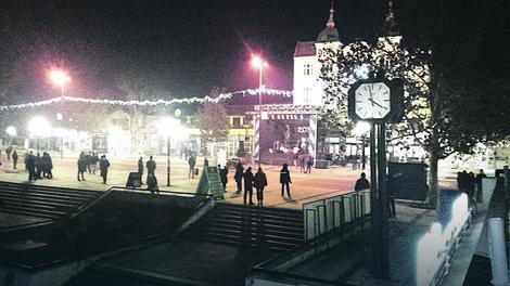 Prazan trg u Leskovcu dočekao je Cakanu, koja je na binu izašla pred oko 200 ljudi