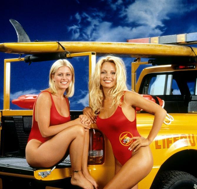 Levo je Nikol, a desno Pamela