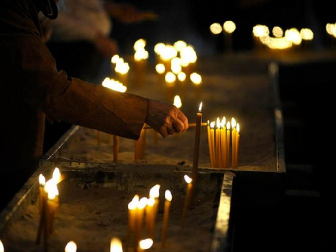 Danas su letnje zadušnice: Zapalite sveću za pokoj duše, a OVU STVAR nikako ne zaboravite da uradite