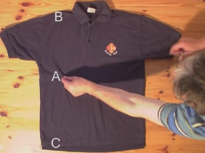 Uhvatio je majicu za ove dve tačke i ZA TREN je savršeno složio: Ovaj trik ŠTEDI MNOGO VREMENA!