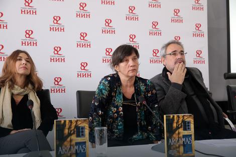 Ivana Dimić sa članovima žirija Jasminom Vrbavac i Mihajlom Pantićem