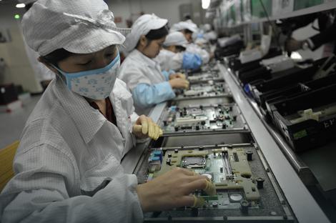 """Pakleni uslovi rada: Radnici fabrike """"Foksokon"""" u Kini, u kojoj se pravi """"ajfon"""""""