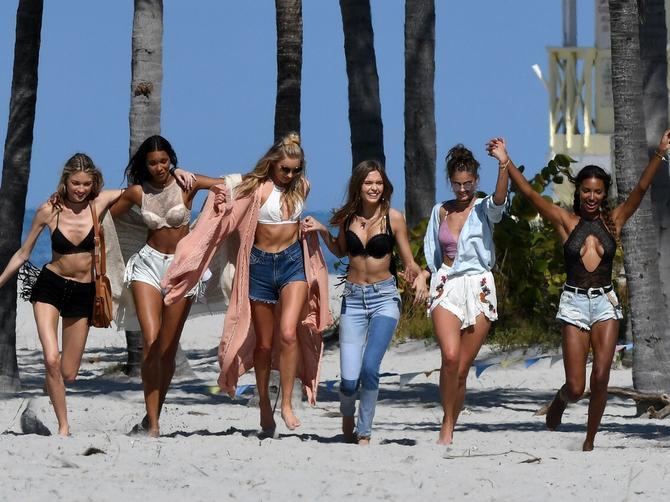 Anđeli usred Majamija i pravi ŠOK: Manekenka na levoj strani fotografije je zabrinjavajuće MRŠAVA!