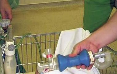 ... Bevásárlókocsin viszik műtétre is a kicsiket 5f59c31077