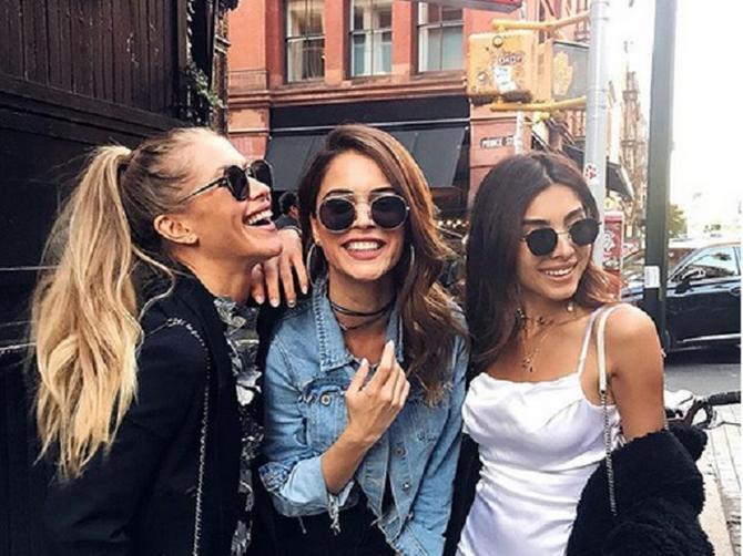 Najveći broj žena nosi torbu na OVAJ NAČIN: A to otkriva da im je u životu bitna samo JEDNA STVAR - i neće vam se dopasti kad čujete koja