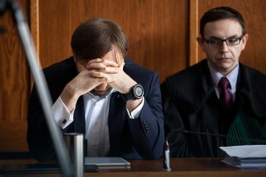 Witold Ziobro z adwokatami podczas mowy końcowej, tuż przed wydaniem wyroku uniewinniającego