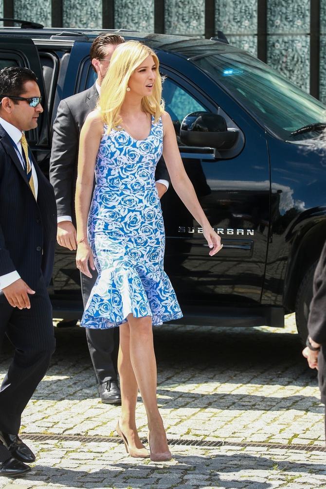 Njena šarena haljina