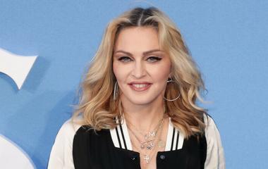 ... Emberségből jeles  gyönyörű dolgot tett Madonna a beteg gyerekekért ... e8e184a02b