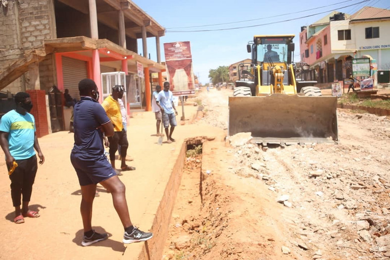 Asamoah Gyan contructs deplorable road at Weija