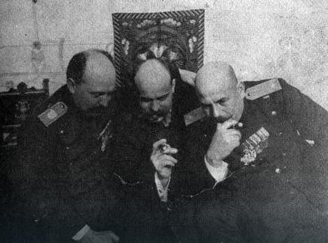 Dragutin Dimitrijević Apis (desno)
