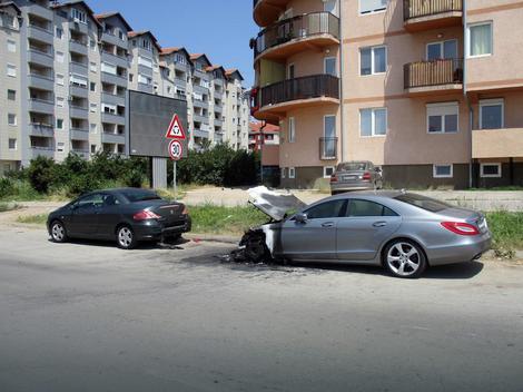 Oštećen i automobil ispred mercedesa