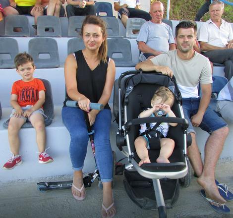 Merima i Admir Isić sa decom su došli na letovanje iz Engleske