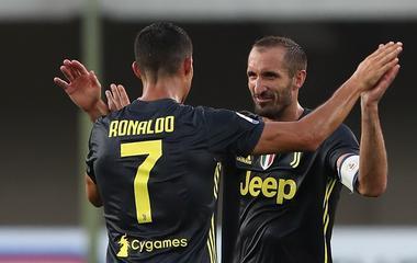 ... Ronaldo teljesen levetkőzött – képek  Meztelenül kapták le a Juve  sztárját  felrobbantotta az internetet a Cristiano Ronaldóról készült fotó  (18+) ... 342627b4e2