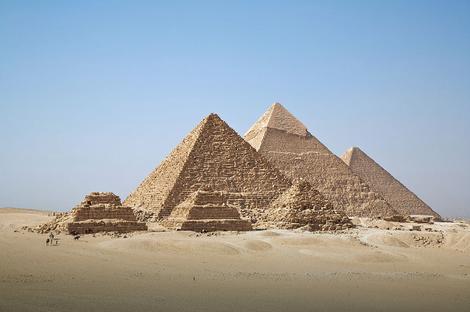 Piramide na platou Gize