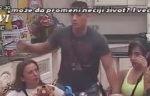 """NOVA TUČA U """"PAROVIMA""""! David napao Srboljuba teglom!"""