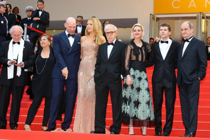 """Kristen je u Kanu zbog promocije svog novog filma """"Cafe Society"""", koji je režirao Vudi Alen i u kome glumi sa Blejk Lajvli i Džesijem Ajzenbergom"""