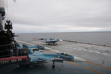 """Avioni Su-33 na nosaču """"Admiral Kuznjecov"""""""