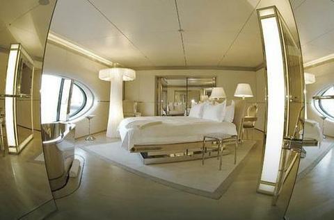 Ovako izgleda unutrašnjost luksuzne jahte Sandre Meljničenko!