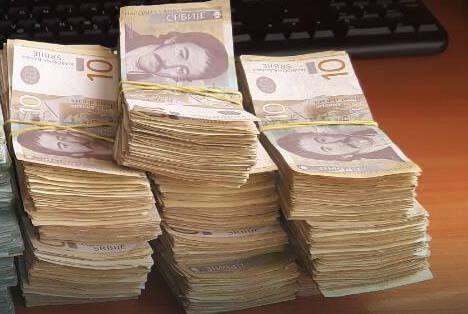 Gomilu sitniša advokat ukrupnio u banci