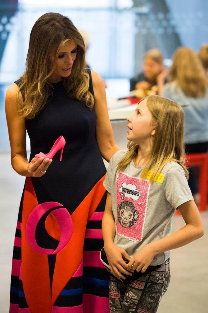 Ova devojčica voli modu, baš kao i Melanija