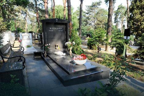 Grob Ane Mladić