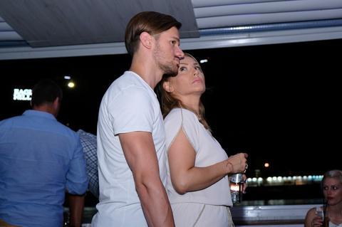 Goca Tržan je slavila rođendan, a Raša je pred svima spustio ruku i uhvatio suprugu OVDE!