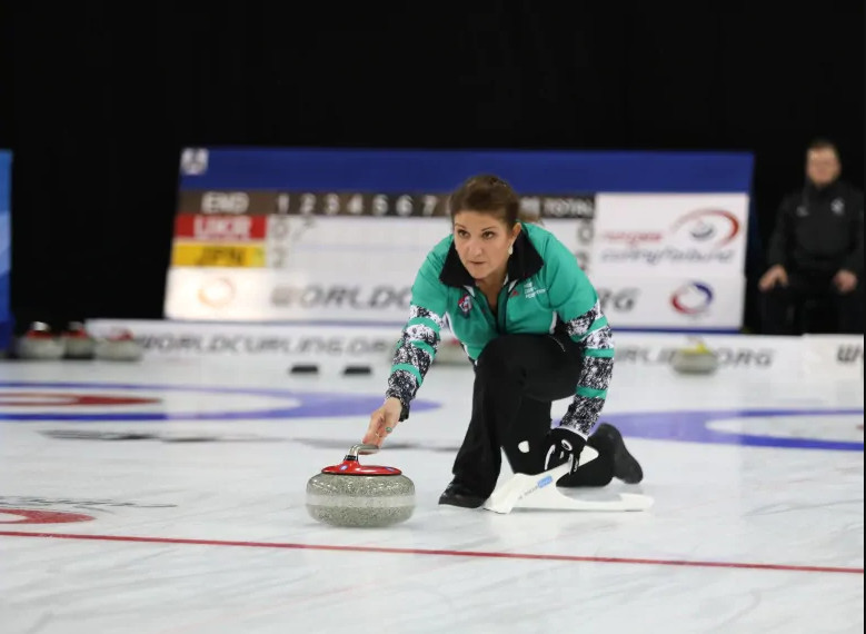 Susana Cole a Canadian is a teammate of her husband Tijani and together they are representing Nigeria in a world curling championship  (Canadian Broadcasting Corporation)