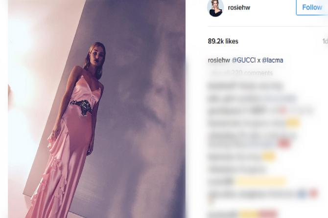 Nežna i zavodljiva Rouzi Hantington pokazala kako se ide na gala zabavu