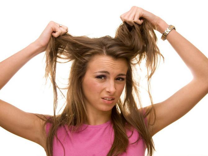 Mučite se sa masnom kosom? Verovatno pravite jednu od ovih devet grešaka!
