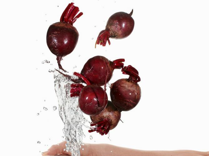Povrće koje leči BAŠ SVE! Lišće je još korisnije, a svi ga bacaju!