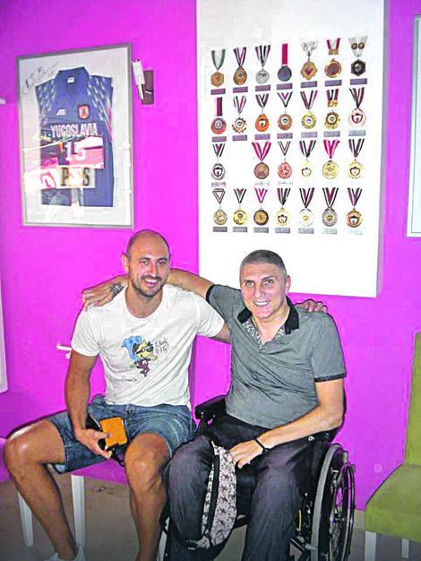 Nenad Krstić u humanitarnoj akciji poklonio dres u kom je odigrao poslednju utakmicu za reprezentaciju