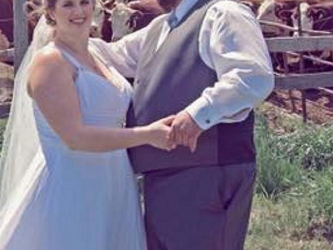 Bila bi to obična slika sa venčanja: Ali se u pozadini desilo nešto veoma NEPRIJATNO!