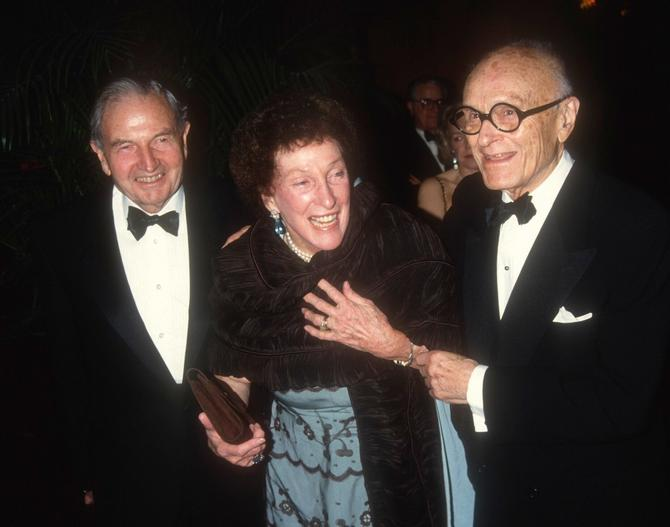 Dejvid Rokfeler sa suprugom Margaret i Filipom Džonsonom 1992. godine u Njujorku