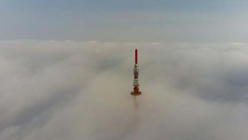 Ködben az újudvari tévétorony / Fotó: MTI Varga György