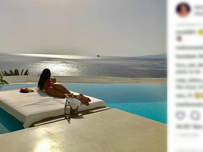 Seksi pevačica šalje vrele pozdrave iz Grčke: I fanove izluđuje SAVRŠENOM ZADNJICOM