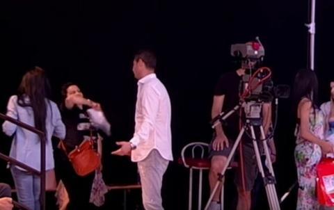 Pevaču POZLILO tokom emitovanja emisije!