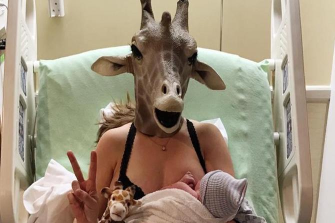 Ova mama je postala internet senzacija: Nosi masku iz jednog POSEBNOG razloga!