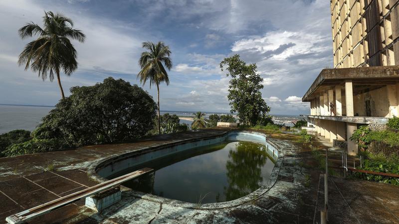 Hátborzongató fotók, még a hajléktalanok is itt húzták meg magukat – így néz ki ma Afrika első ötcsillagos szállodája