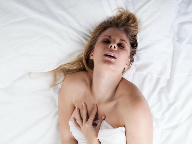 Postoje 2 ozbiljna razloga zbog kojih žene stenju u toku seksa: Prvi je PONIŽAVAJUĆI ZA MUŠKARCE