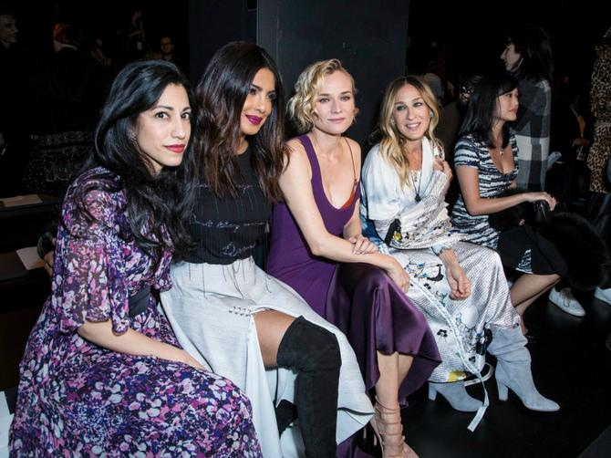 Nedelja mode u Njujorku okupila je najveće modne zvezde! Pravi spektakl odvijao se iza piste!