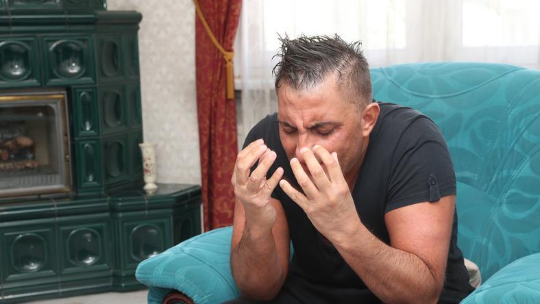 Győzike elsírta magát, amikor arról beszélt, hogy a közműszolgáltatókat is rájuk hívták, gázóráikat ellenőrzik /Fotó: Pozsonyi Zita