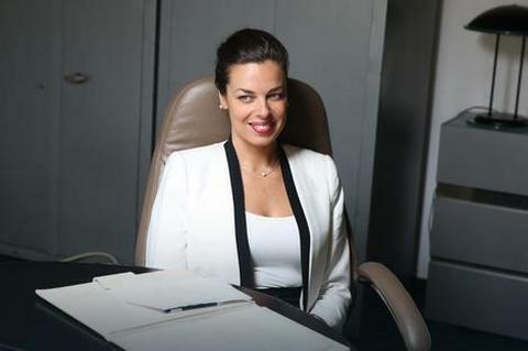SVI IMATE DA GLEDATE U NJEN BUJNI DEKOLTE: Katarina Radivojević se skinula u KUPAĆI, od nje zastaje DAH!