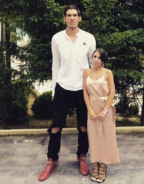 PROGOVORILA O NEGATIVNIM KOMENTARIMA: Evo kako supruga Bobija Marjanovića reaguje na prozivke o razlici u visini!