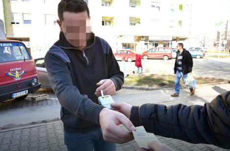Jedna cigareta košta od 10 do 30 dinara