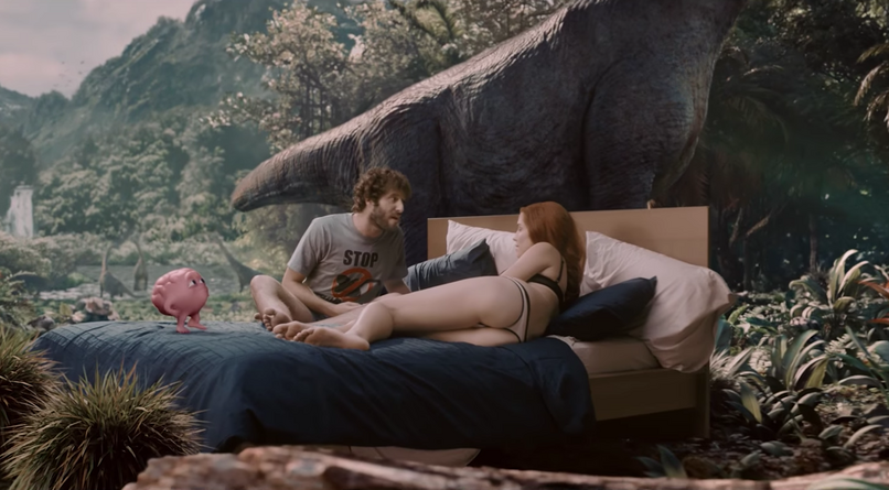 Lil Dicky im Video zu Pillow Talking